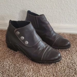 Ariat Brown Leather Ankle Boots size 8